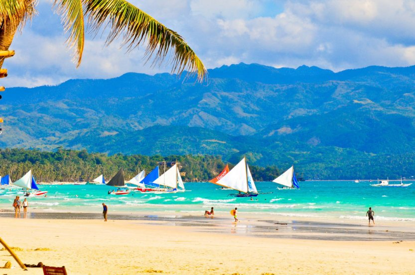 Boracay01_by_blog.gettourguide.com